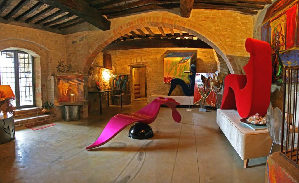 foto di residenza d'arte di Torrita da Siena, mobili misto tra design e arte