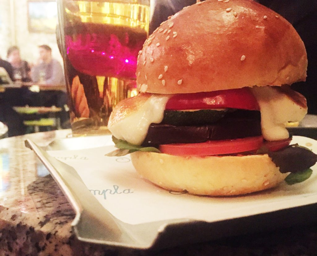 sandwich con formaggio di capra - cibi veg a budapest